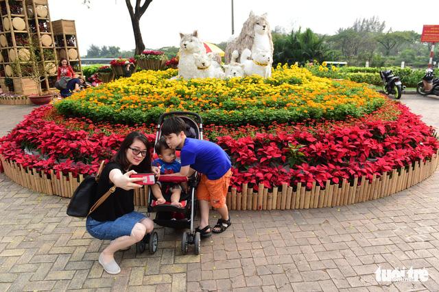 Khai mạc Hội hoa xuân Phú Mỹ Hưng trong khuôn viên 7 ha - Ảnh 3.