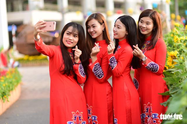 Khai mạc Hội hoa xuân Phú Mỹ Hưng trong khuôn viên 7 ha - Ảnh 9.