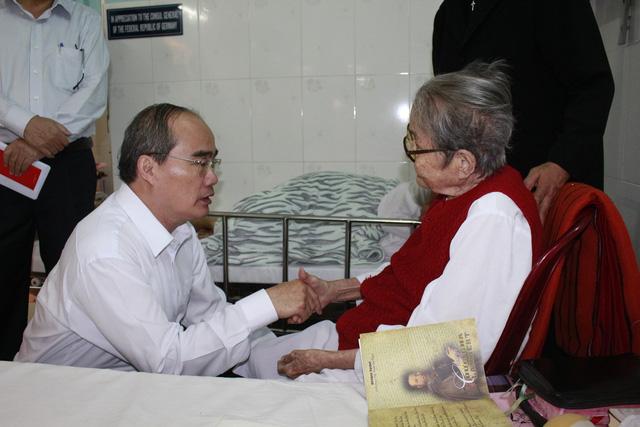 Bí thư Thành ủy Nguyễn Thiện Nhân chúc tết Dòng Mến Thánh giá Thủ Thiêm - Ảnh 2.