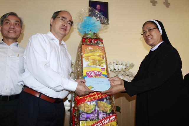 Bí thư Thành ủy Nguyễn Thiện Nhân chúc tết Dòng Mến Thánh giá Thủ Thiêm - Ảnh 4.