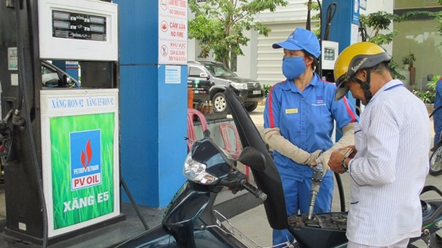 Xăng E5 giữ giá, xăng A95 và dầu cùng tăng - Ảnh 1.
