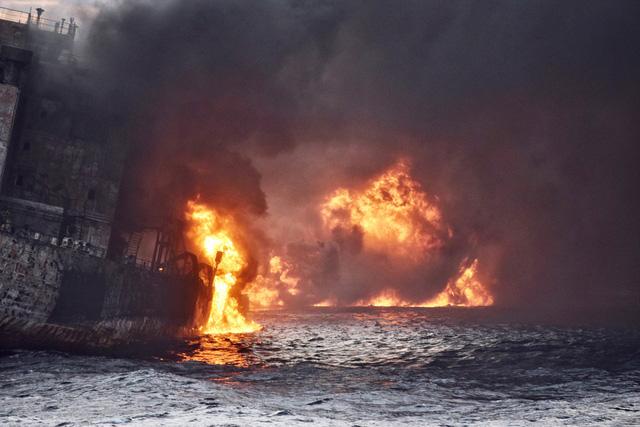 Tàu chở dầu Iran chìm ở biển Hoa Đông - Ảnh 1.