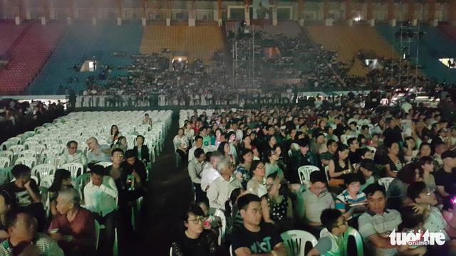 Festival Làn Sóng Xanh lèo tèo khán giả, không có nghệ sĩ lên nhận giải - Ảnh 10.