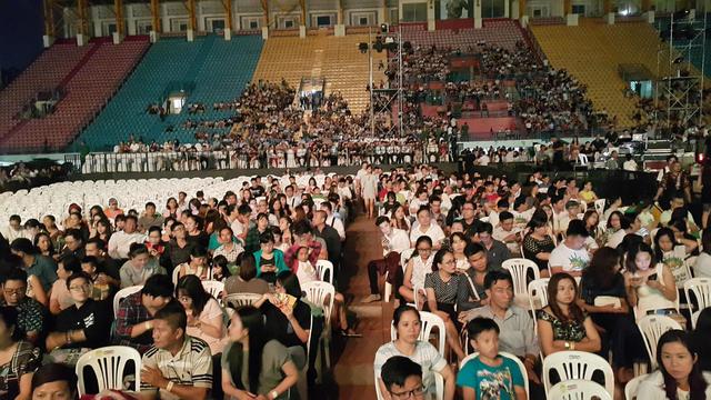 Festival Làn Sóng Xanh lèo tèo khán giả, không có nghệ sĩ lên nhận giải - Ảnh 8.