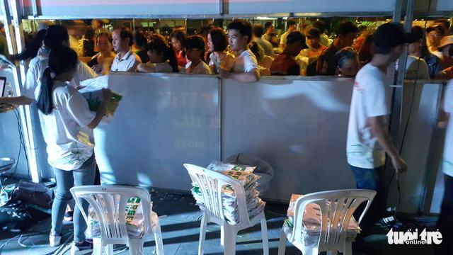 Festival Làn Sóng Xanh lèo tèo khán giả, không có nghệ sĩ lên nhận giải - Ảnh 4.