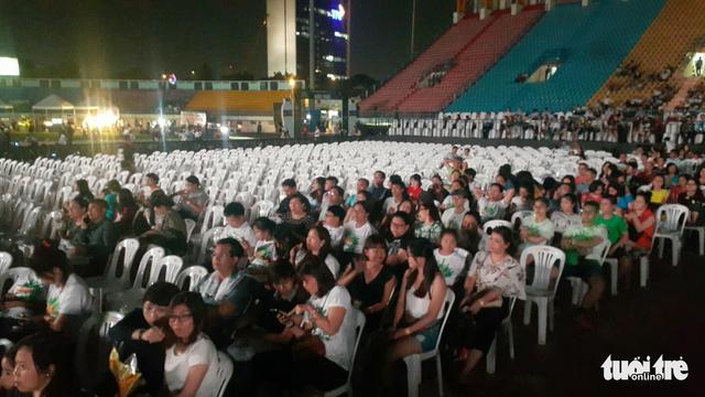 Festival Làn Sóng Xanh lèo tèo khán giả, không có nghệ sĩ lên nhận giải - Ảnh 6.