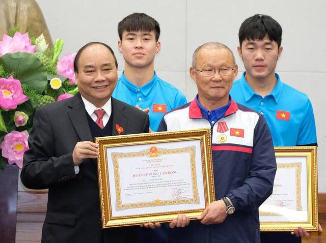 Thủ tướng trao huân chương cho thầy trò U23 Việt Nam - Ảnh 3.