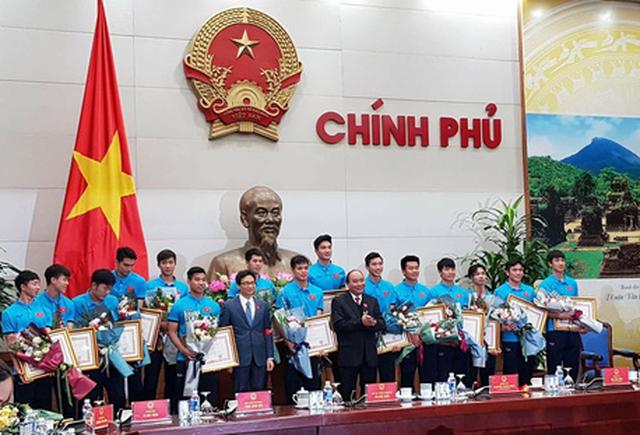 Thủ tướng trao huân chương cho thầy trò U23 Việt Nam - Ảnh 2.