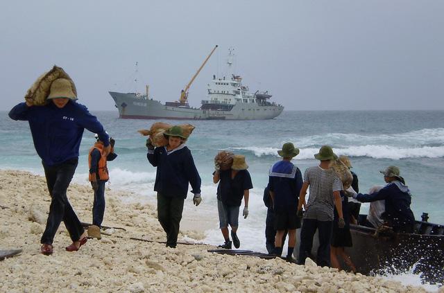 30 năm ngày 14-3: Lao tàu lên đảo Đá Lớn - Ảnh 3.