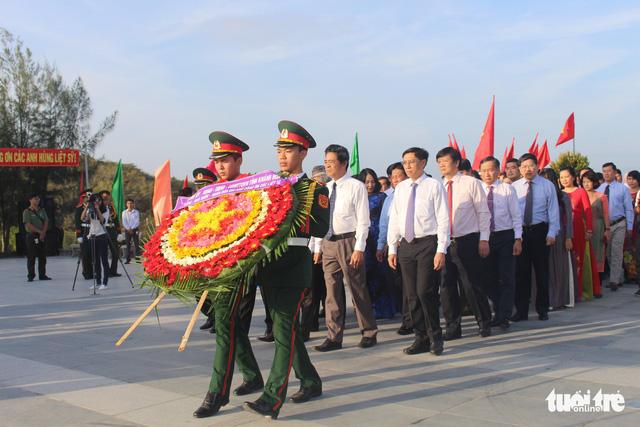 Lãnh đạo tỉnh Khánh Hòa và huyện Trường Sa tưởng niệm liệt sĩ Gạc Ma - Ảnh 2.