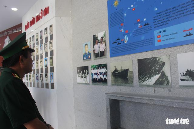 Lãnh đạo tỉnh Khánh Hòa và huyện Trường Sa tưởng niệm liệt sĩ Gạc Ma - Ảnh 10.