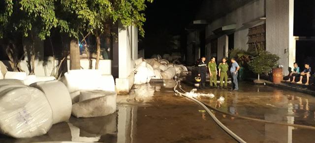 Cháy công ty may mặc trong Khu công nghiệp Phú Tài - Ảnh 2.