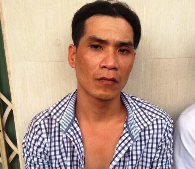 Tóm gọn 2 tên cướp giật táo bạo dùng dao tấn công cảnh sát