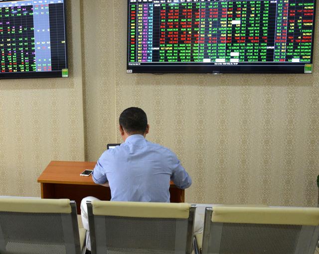 Cổ phiếu Eximbank giảm sau lùm xùm bốc hơi 245 tỉ của khách - Ảnh 1.
