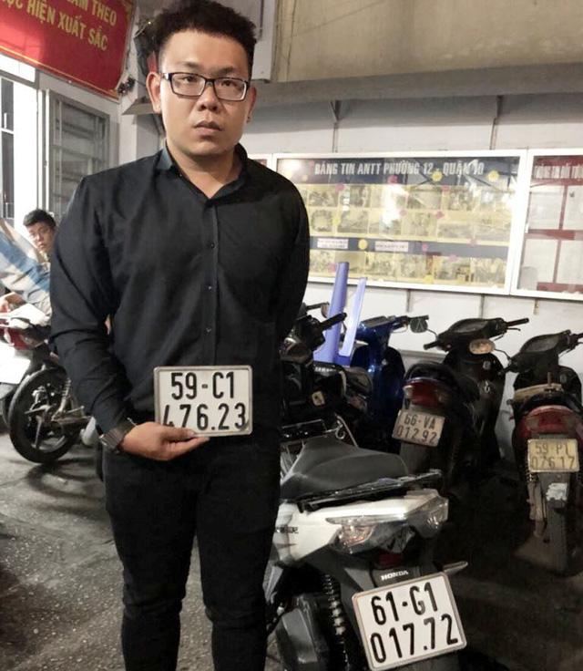 Bắt nóng quản lí nhà hàng trong trung tâm thương mại trộm cắp xe máy