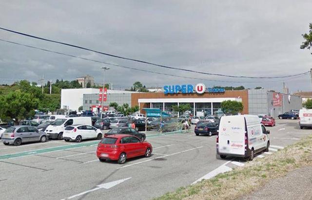 Bắn chết tay súng giết 3 người, giữ nhiều con tin trong siêu thị - Ảnh 3.
