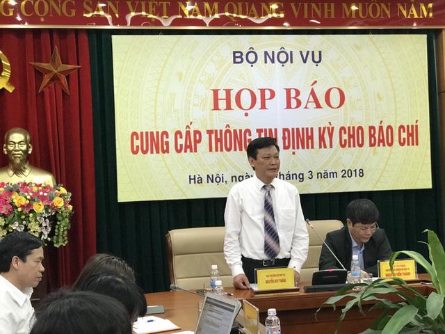 Ông Nguyễn Duy Thăng, thứ trưởng Bộ Nội vụ, chủ trì buổi họp báo - Ảnh: NGỌC HÀ