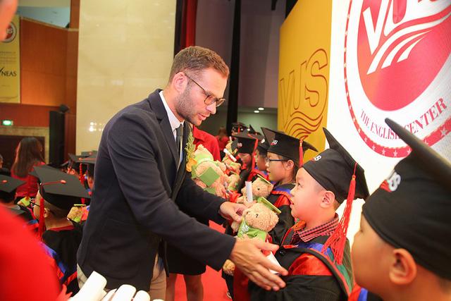 Khen thưởng cho học viên ở VUS