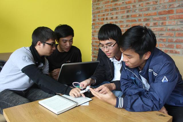 Sinh viên chế tạo máy đọc sách cho người khiếm thị - Ảnh 1.