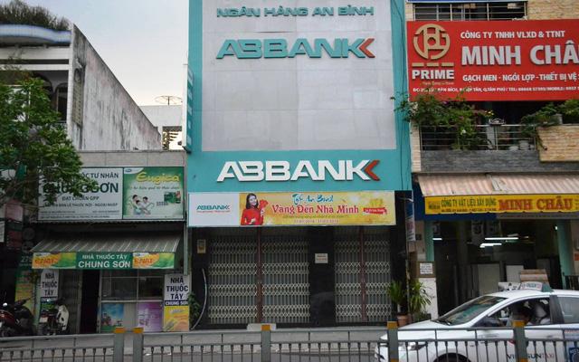 Điều tra nghi án dùng súng cướp ngân hàng ABBank - Ảnh 2.