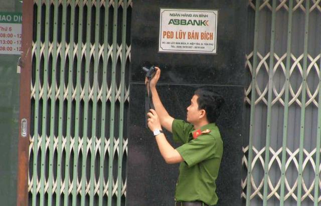 Điều tra nghi án dùng súng cướp ngân hàng ABBank - Ảnh 3.