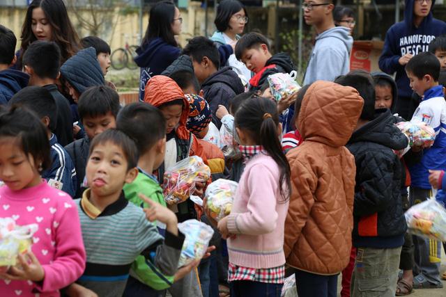 Gom bánh kẹo chưa dùng sau tết tặng trẻ em nghèo - Ảnh 3.