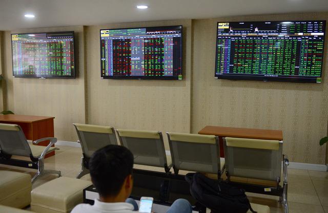 Tỉ phú thép bốc hơi 78 triệu đô khi VN Index mất 28 điểm - Ảnh 1.