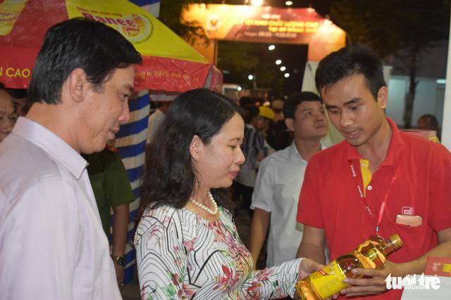 Hội chợ Hàng Việt Nam chất lượng cao khai mạc ở Long Xuyên - Ảnh 2.