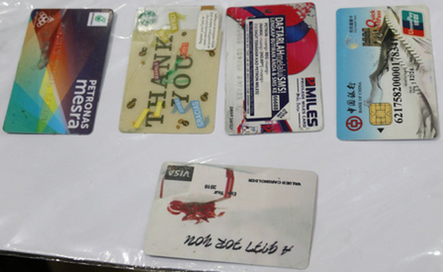 Bắt khẩn cấp nhóm làm giả thẻ ATM, rút tiền tỉ của chủ thẻ - Ảnh 3.
