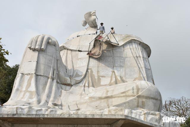 Xử phạt 30 triệu đồng và tháo dỡ tượng Bà Chúa Xứ trên Núi Sam - Ảnh 2.