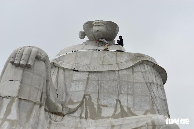Xử phạt 30 triệu đồng và tháo dỡ tượng Bà Chúa Xứ trên Núi Sam - Ảnh 1.