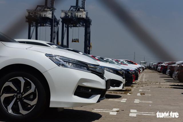 Sau 1.054 chiếc Honda, xe sang bắt đầu đổ về cảng TP.HCM - Ảnh 2.