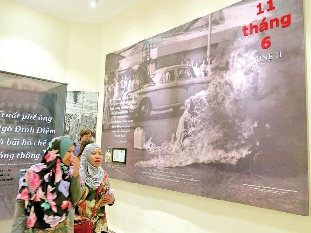 Xứng đáng cho một câu chuyện trăm năm về Sài Gòn - Ảnh 2.