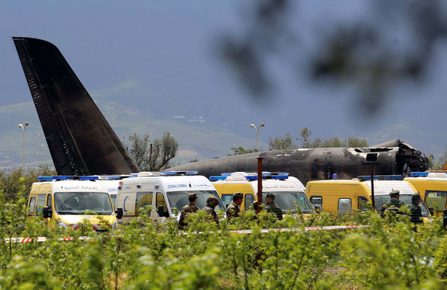 Choáng với máy bay quân sự Algeria rơi: 257 người thiệt mạng - Ảnh 1.