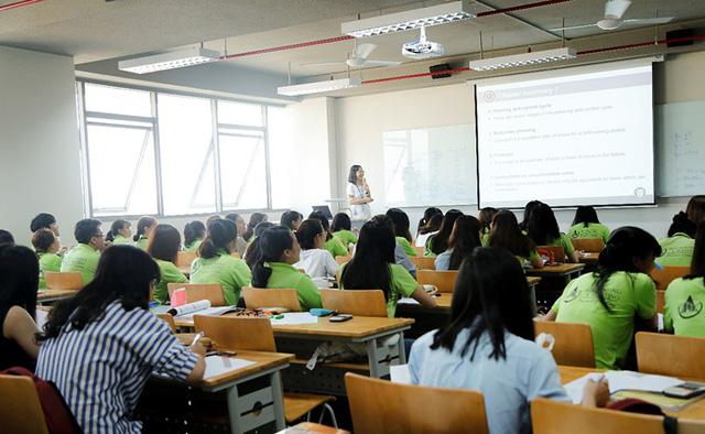 Sinh viên Trường ĐH Văn Lang học tập tại cơ sở mới - Ảnh 2.
