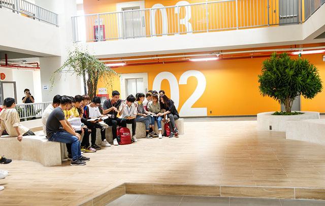 Sinh viên Trường ĐH Văn Lang học tập tại cơ sở mới - Ảnh 3.