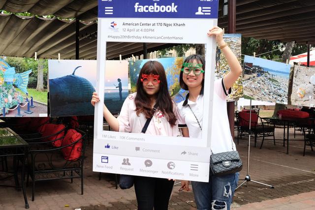 Giới trẻ Hà Nội hưởng ứng chiến dịch loại bỏ rác thải nhựa - Ảnh 2.
