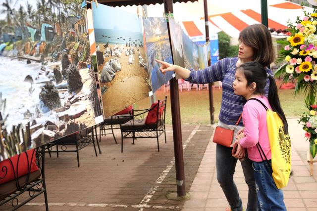 Giới trẻ Hà Nội hưởng ứng chiến dịch loại bỏ rác thải nhựa - Ảnh 4.