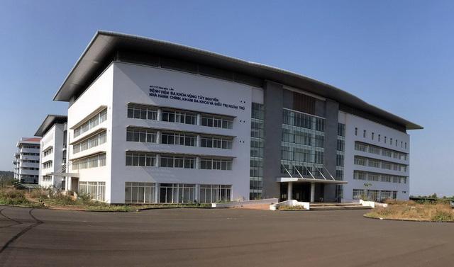 Bệnh viện ngàn tỉ nằm chờ… đường - Ảnh 1.