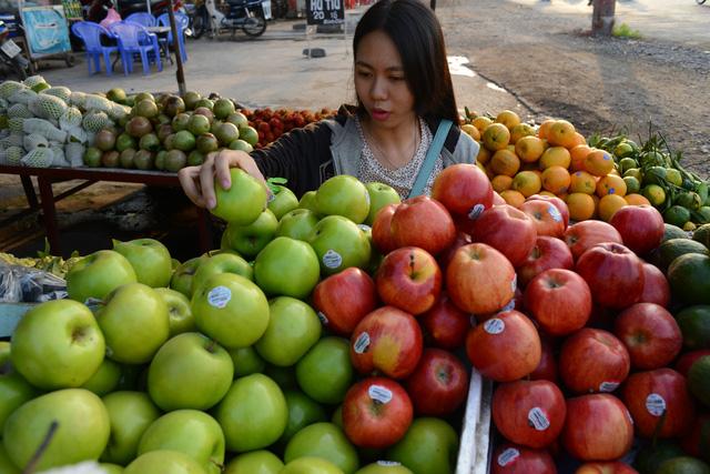 Truy xuất nguồn gốc trái cây nhập khẩu: Vẫn còn bỏ ngỏ - Ảnh 1.