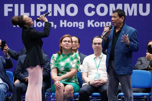 Tổng thống Philippines Duterte hát tình ca ở Hong Kong - Ảnh 2.