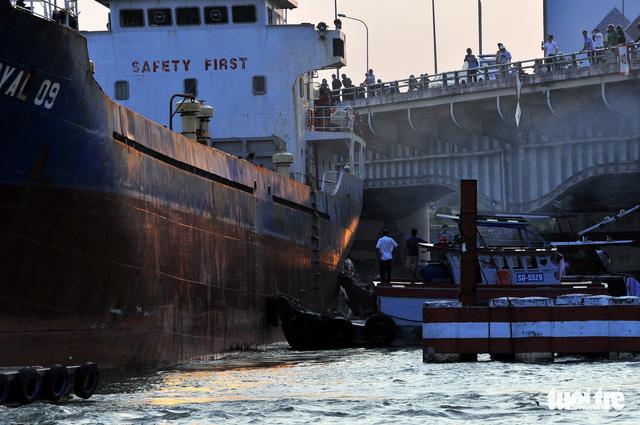 Tàu ngàn tấn va vào cầu Đồng Nai - Ảnh 3.