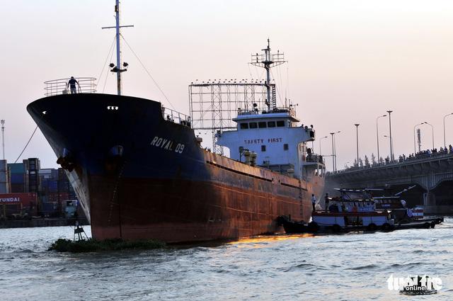 Tàu ngàn tấn va vào cầu Đồng Nai - Ảnh 4.