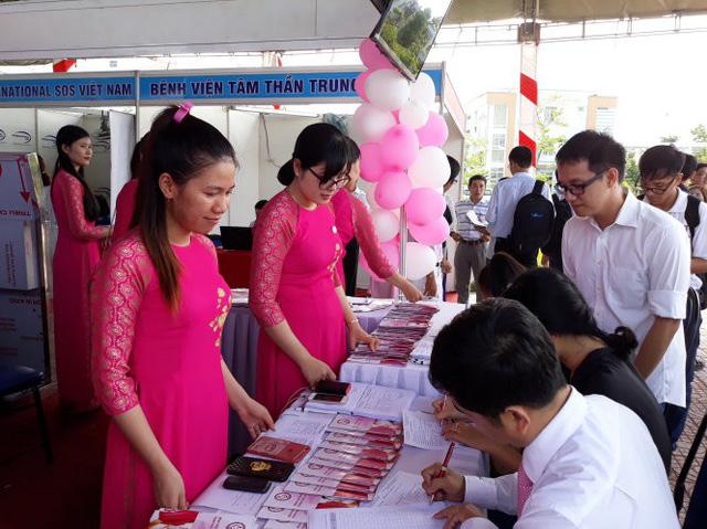 Ngày hội việc làm cho sinh viên y dược - Ảnh 1.