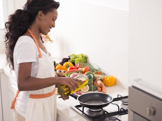10 sai lầm nấu ăn cần tránh nếu bạn muốn giảm cân - Ảnh 1.