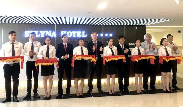 100% SV ngành du lịch ĐH Quốc tế Hồng Bàng có việc làm khi tốt nghiệp - Ảnh 1.