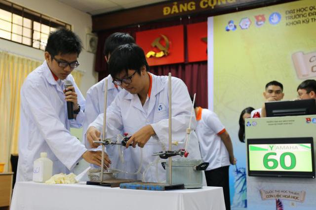 Hào hứng cuộc thi Cơn lốc hóa học - Ảnh 1.
