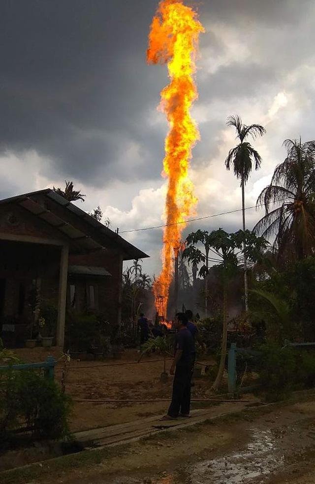 Cháy giếng dầu ở Indonesia, hàng chục người thương vong - Ảnh 2.