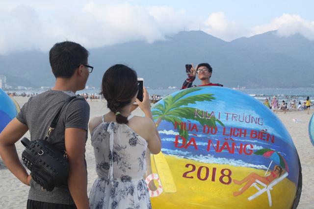 Mùa du lịch biển hút khách dịp lễ 30-4, 1-5 - Ảnh 2.
