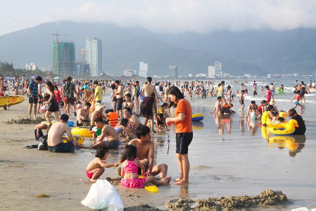 Mùa du lịch biển hút khách dịp lễ 30-4, 1-5 - Ảnh 3.